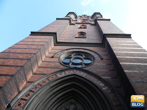 Particolare della chiesa dal basso