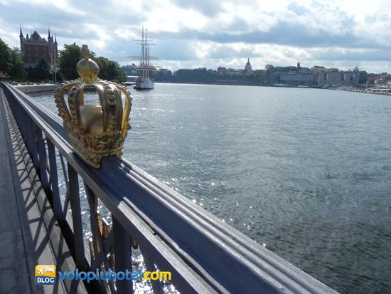 Il ponte skeppsholmsbron a Stoccolma