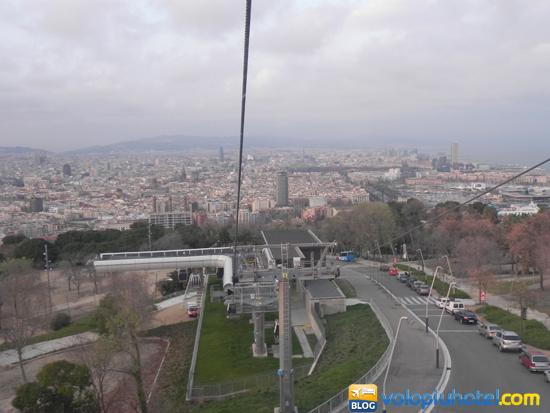 Teleferica con veduta di Barcellona