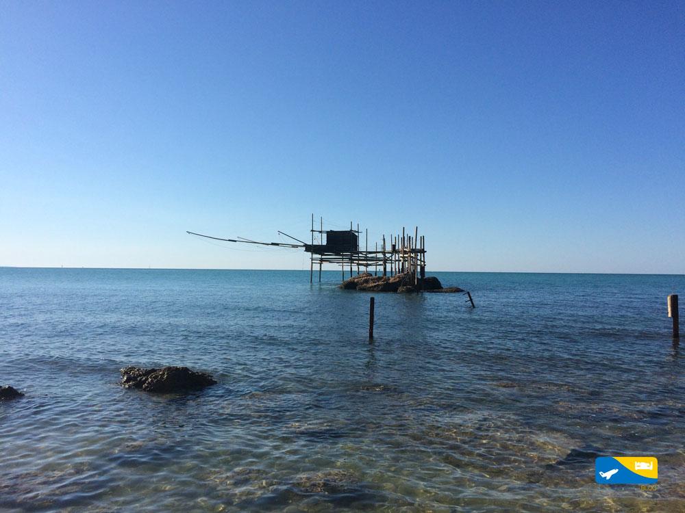 Trabocco di Punta Aderci visto dalla spiaggia