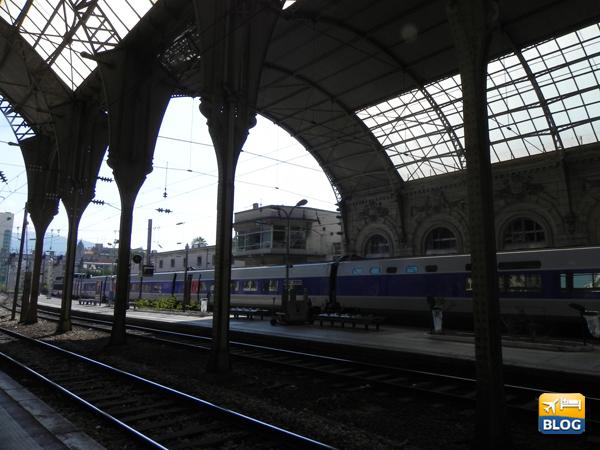 Treno regionale alla Stazione di Nizza
