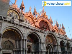 Piazza San Marco la Basilica