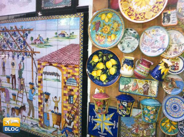 Alcune ceramiche esposte nei negozi di Vietri