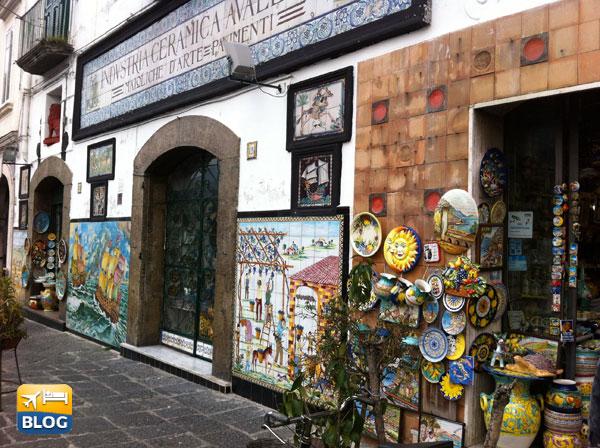 Alcuni negozi di ceramica a Vietri