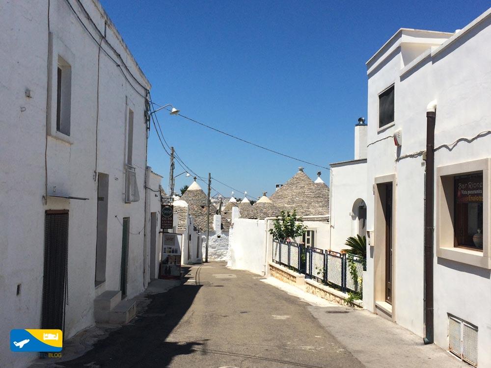 tra i vicoli di Alberobello