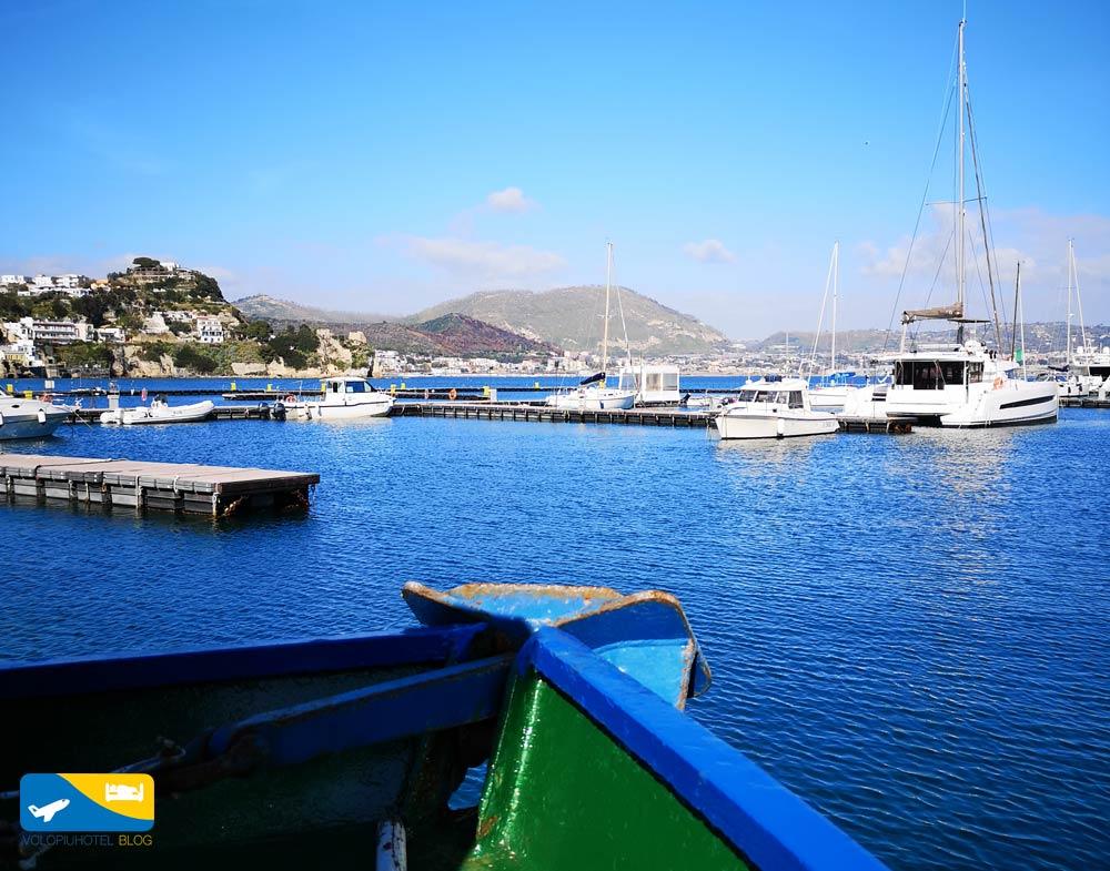Veduta dal porto di Baia