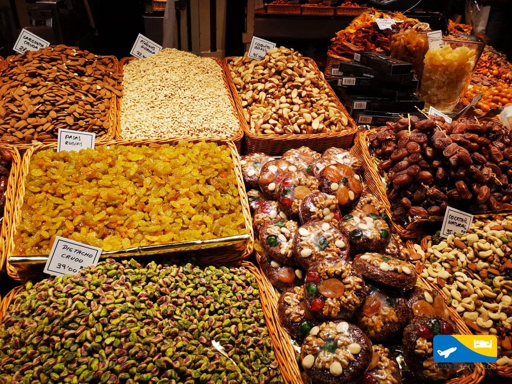 Dolci al mercato la Boqueria di Barcellona