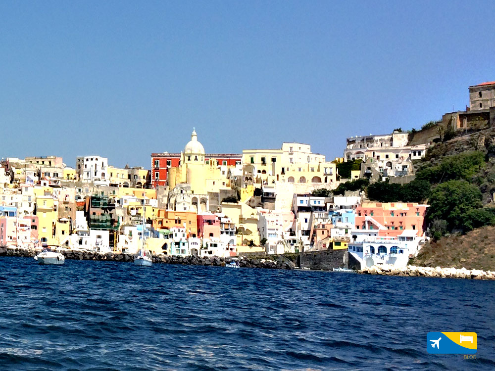 Marina di Corricella a Procida i colori che non ti aspetti