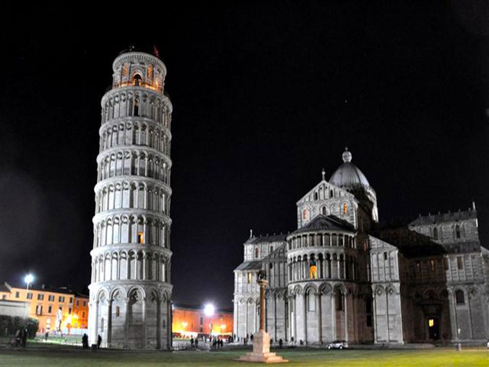 Piazza dei Miracoli a Pisa aperture serali