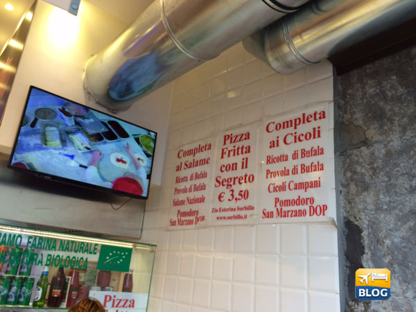 Antica pizza fritta da Zia Esterina Sorbillo a Napoli