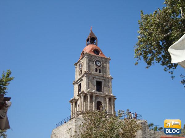Visitare la Roloi clock tower nella città vecchia di Rodi