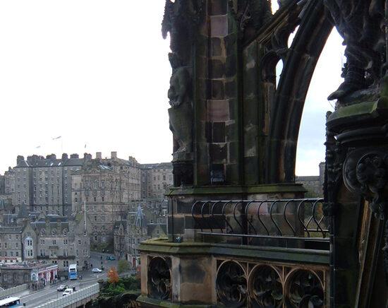Visitare lo Scott Monument a Edimburgo