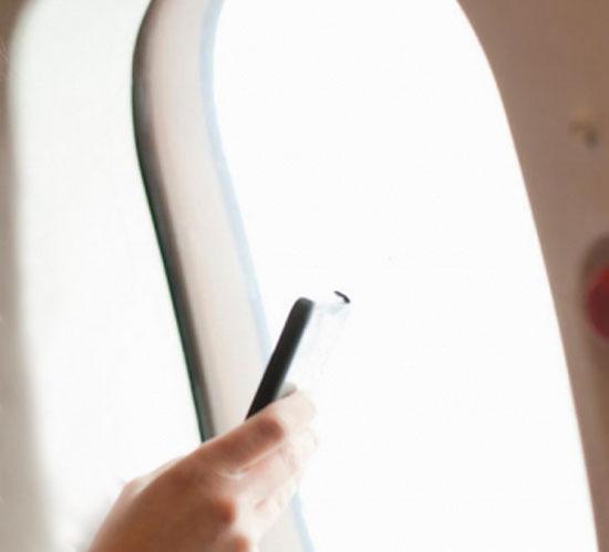 Telefonini consentiti in volo con modalità aereo